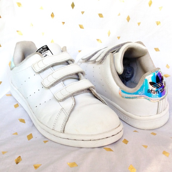 outlet store 90f12 37b8b Adidas Stan Smith Kids Velcro Holographic Sneakers